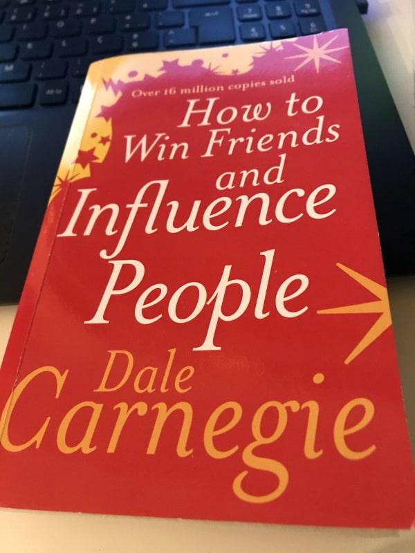 como fazer amigos e influenciar pessoas